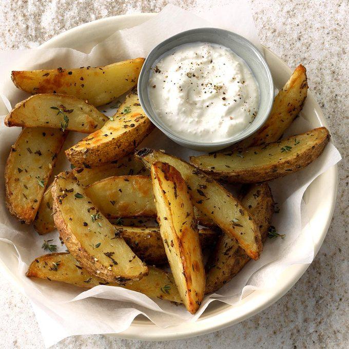 Party Pleasin Herbed Potato Wedges Exps Thca18 60005 C01 23 5b 2