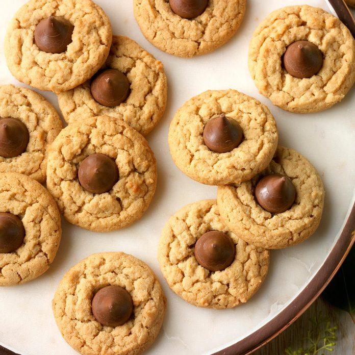 Peanut Butter Blossom Cookies Exps Thn17 166861 D06 21 5b 5