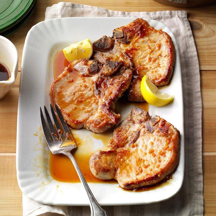 Pork Chops With Honey Garlic Sauce Exps Thfm17 18519 B09 22 4b 6