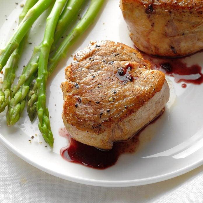 Pork Tenderloin With Wine Sauce Exps Sdjj18 34893 B02 09 4b 3