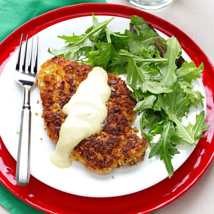 Pretzel Crusted Chicken With Mixed Greens Exps159906 Th2379800b04 27 2b Rms 3
