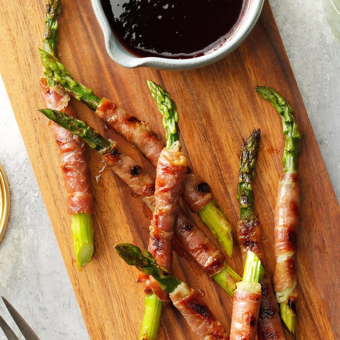 Prosciutto Wrapped Asparagus With Raspberry Sauce Exps Tohca21 85917 B12 16 4b 1