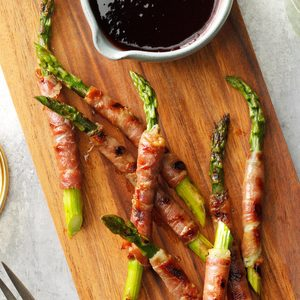 Prosciutto-Wrapped Asparagus with Raspberry Sauce