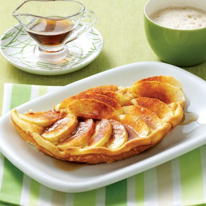 Puffy Cinnamon-Apple Omelet