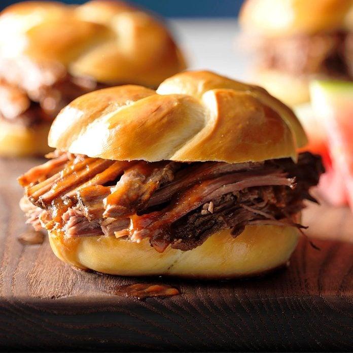 Pulled Brisket Sandwiches Exps Scmbz18 119694 B01 17 1b 2