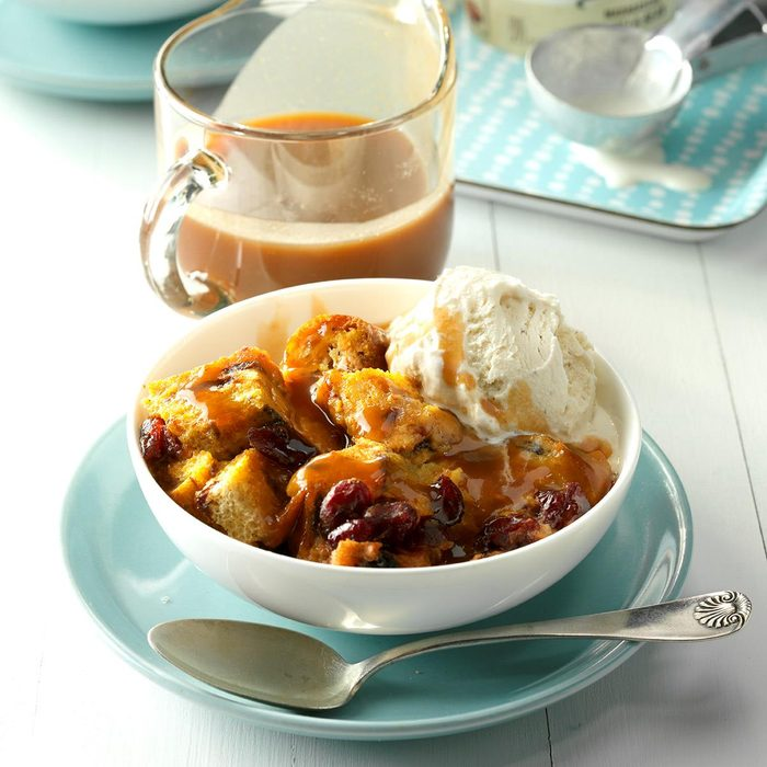 Pumpkin Cranberry Bread Pudding Exps Thca17 49355 D03 17 3b