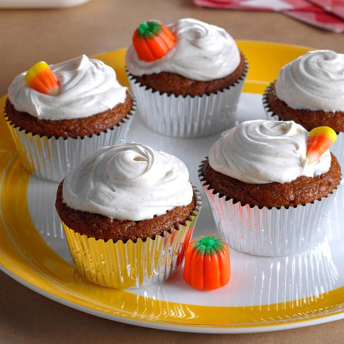 Pumpkin Cupcakes With Spiced Frosting Exps Hca17 169542 B10 20 2b 4