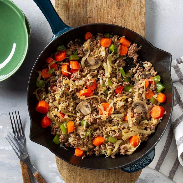Ramen Vegetable Beef Skillet Exps Ft20 41957 F 0130 1 4