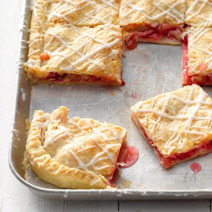 Raspberry Rhubarb Slab Pie Exps Cwam18 149426 B12 13 4b 5