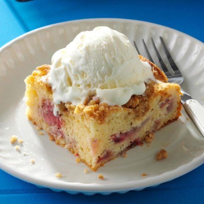 Rhubarb Berry Coffee Cake