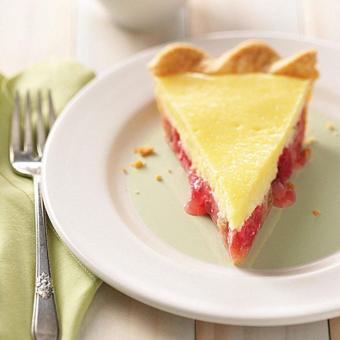 Rhubarb Cheese Pie