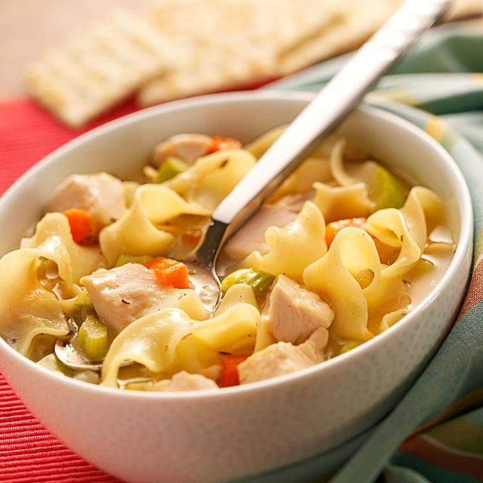 Roasted Chicken Noodle Soup Exps19385 Sb1115471b09 12 2b Rms 2
