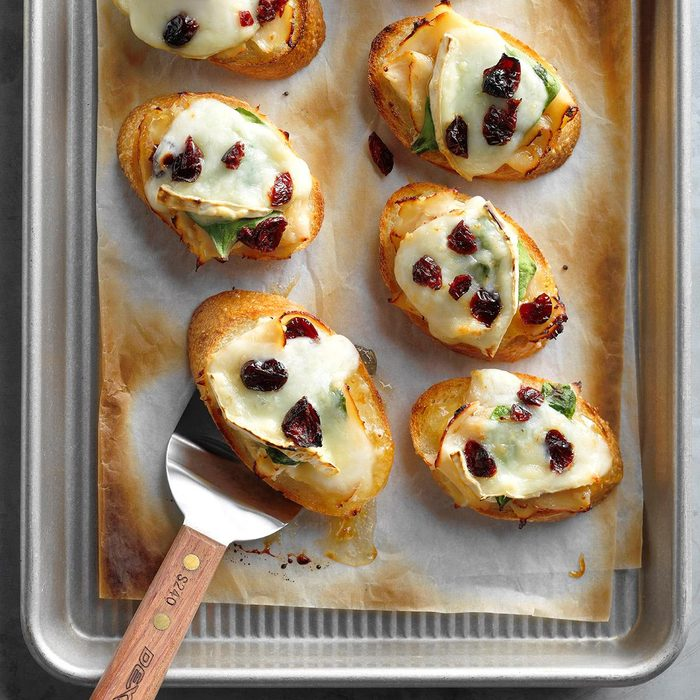 Roasted Chicken And Brie Holly Mini Bites Exps Thca18 159038 B01 23 4b 5