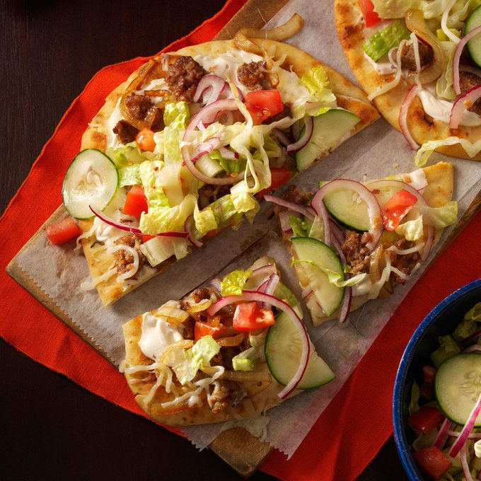 Salad Topped Flatbread Pizzas Exps127713 Th143190c09 27 4bc Rms 4