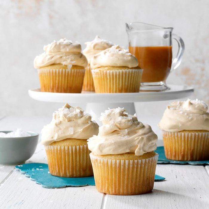 Salted Caramel Cupcakes Exps Thca22 50881 B07 09 6bv2