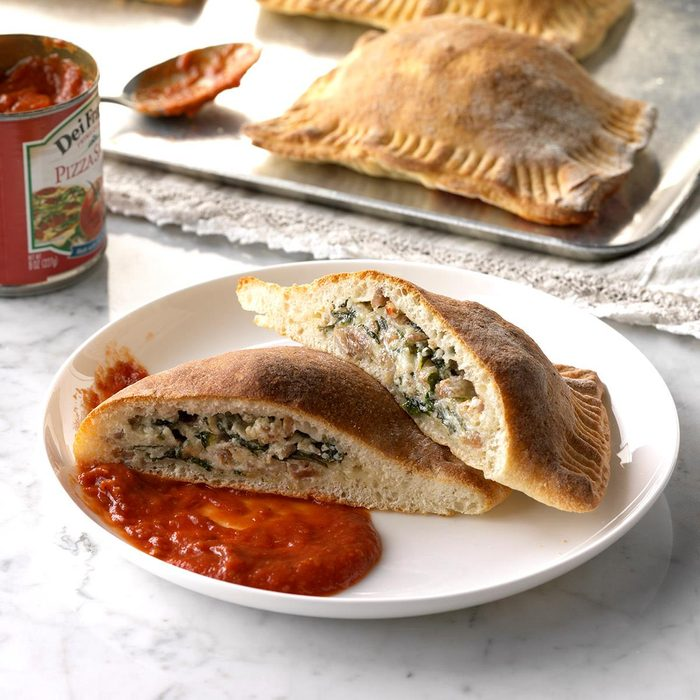 Sausage Spinach Calzones Exps Sdfm18 26276 C10 10 2b 6
