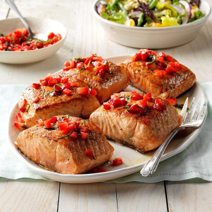 Seared Salmon With Strawberry Basil Relish Exps Fttmz19 175414 E03 15 3b Rms 2