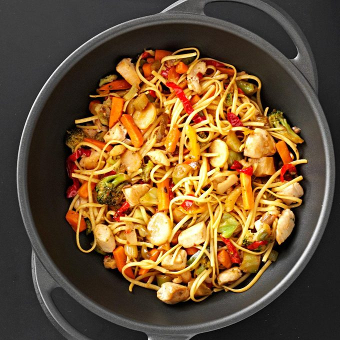 Sizzling Chicken Lo Mein Exps118556 Sd2401787a04 17 1b Rms