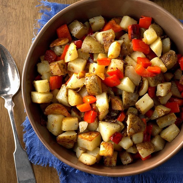Skillet Potatoes with Red Pepper and Whole Garlic Cloves
