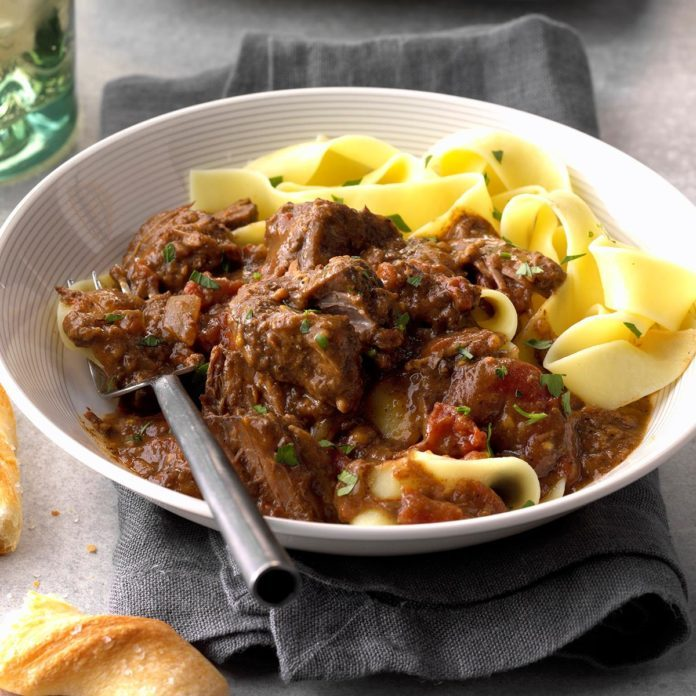 Slow Cooker Beef with Red Sauce