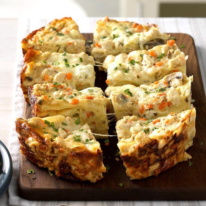Slow Cooker Cheesy White Lasagna Exps Scbz18 149264 C08 10 2b 4