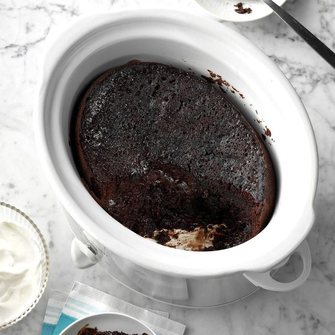 Slow Cooker Chocolate Lava Cake Exps Scbz18 133470 C06 28 4b 5