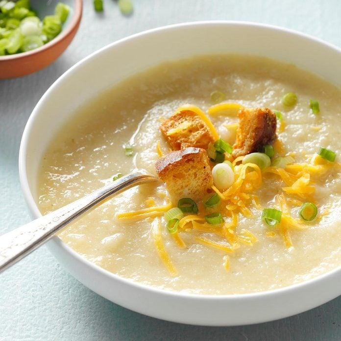 Slow Cooker Creamy Cauliflower Soup Exps Sdam18 204444 B11 28 2b 5
