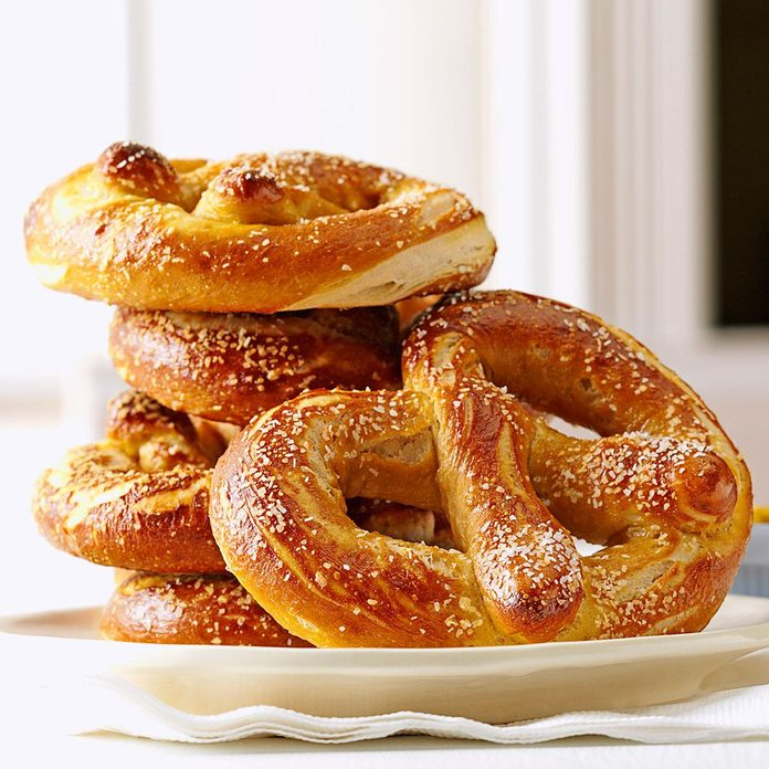 Soft Beer Pretzels Exps114654 Th132767b05 10 2bc Rms 4