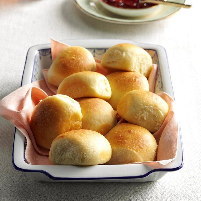 Soft Buttermilk Dinner Rolls Exps Thn16 174969 06b 23 8b 8
