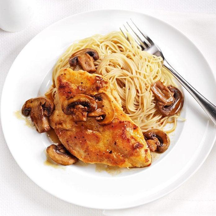 Speedy Chicken Marsala Exps164486 Th2379807b10 31 2bc Rms 4