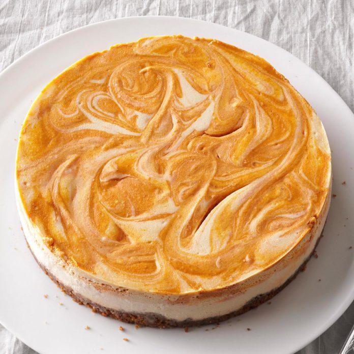 Spiced Pumpkin-Swirl Cheesecake