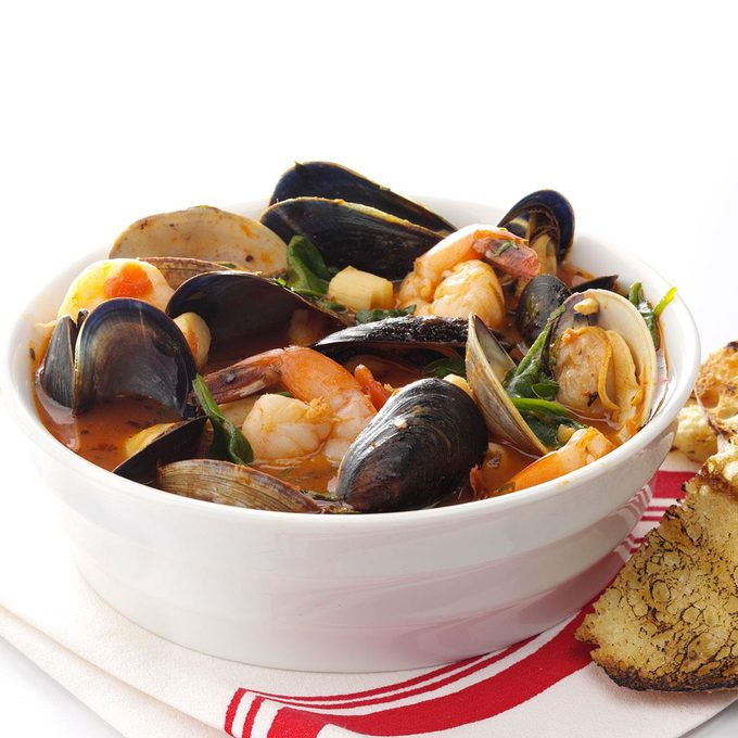 Spicy Fresh Seafood Cioppino Exps55189 Th1999637b03 31 3bc Rms 2