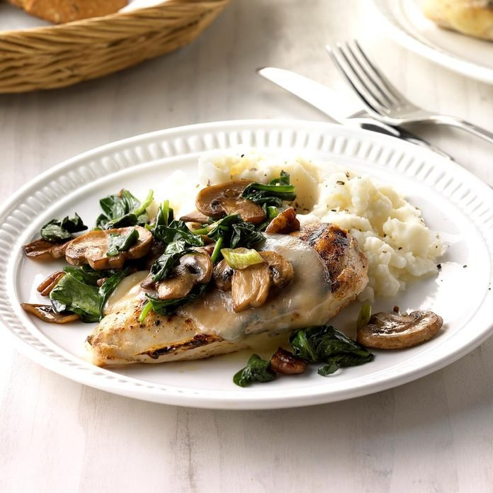 Spinach And Mushroom Smothered Chicken Exps Sdfm18 39907 C10 10 4b 6