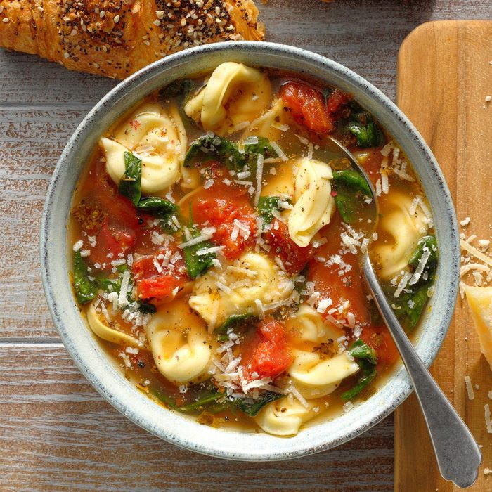 Spinach And Tortellini Soup Exps Ssmz20 110589 B10 08 5b 16