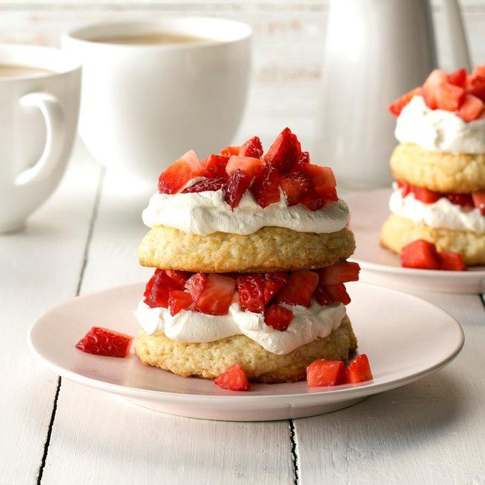 Strawberry Biscuit Shortcake Exps Cf2bz19 6376 C01 03 1b 3