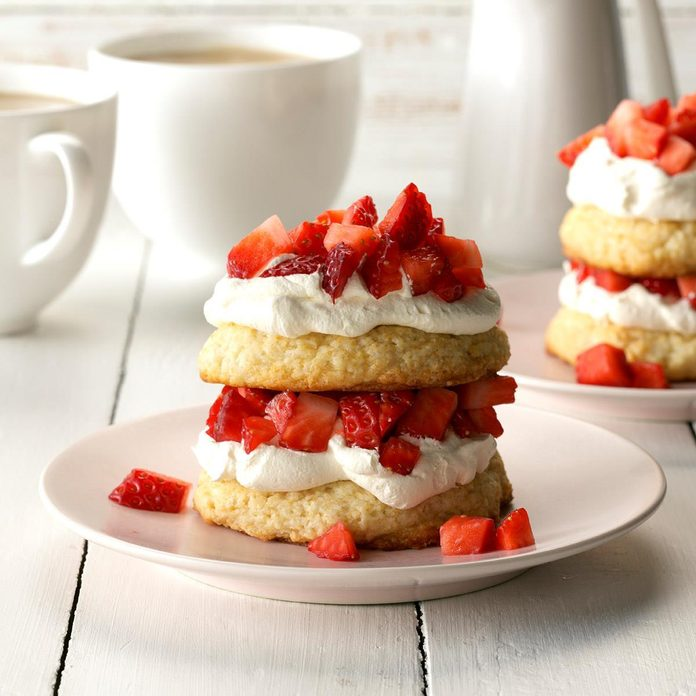 Strawberry Biscuit Shortcake Exps Cf2bz19 6376 C01 03 1b 3