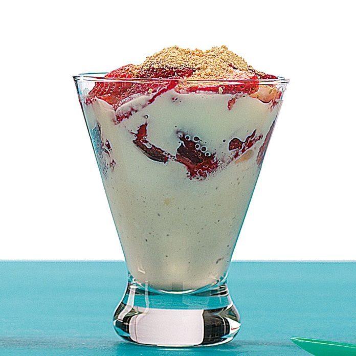 Strawberry Cheesecake Sundaes