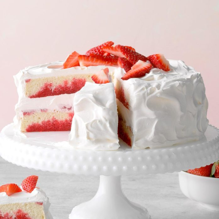 Wisconsin: Strawberry Poke Cake