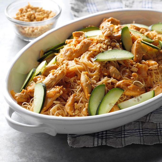 Thai Peanut Chicken And Noodles Exps Sdam18 207059 B12 07 6b 11