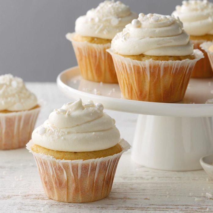 Vanilla Bean Cupcakes Exps Bw20 53092 B10 03 15b 5