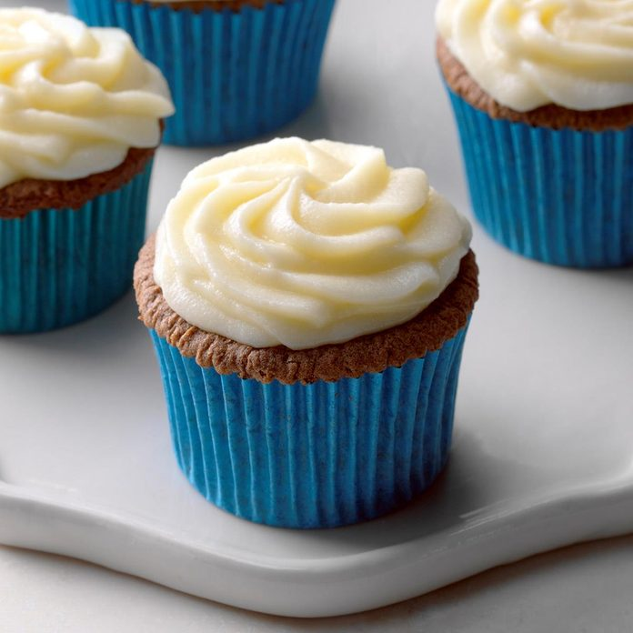 Wine And Chocolate Cupcakes With Mascarpone Frosting Exps Thca18 149718 B11 03 5b 2