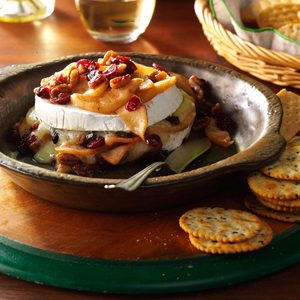 Apple-Pecan Baked Brie