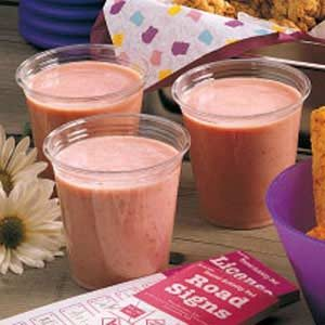 Strawberry Banana Yogurt Shakes