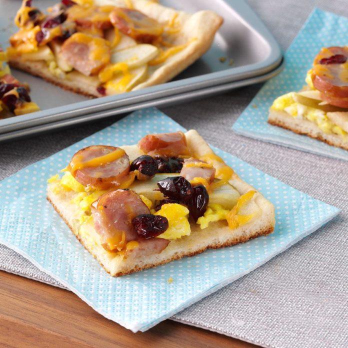 Maple Cran-Apple Breakfast Pizza
