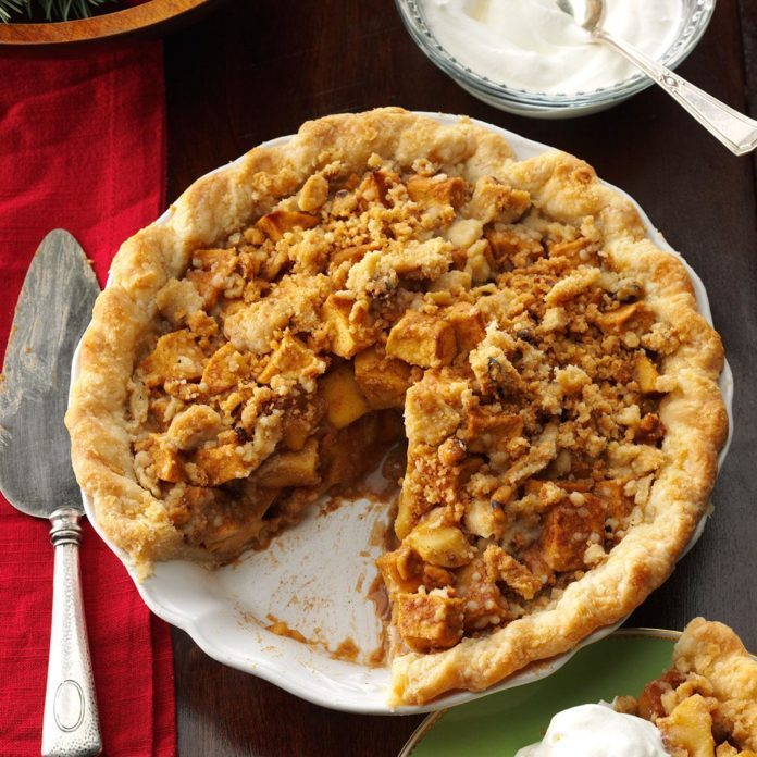 caramel apple pie with streusel topping recipe taste of home