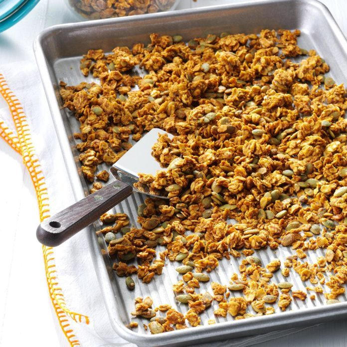 Pumpkin Pie-Spiced Granola