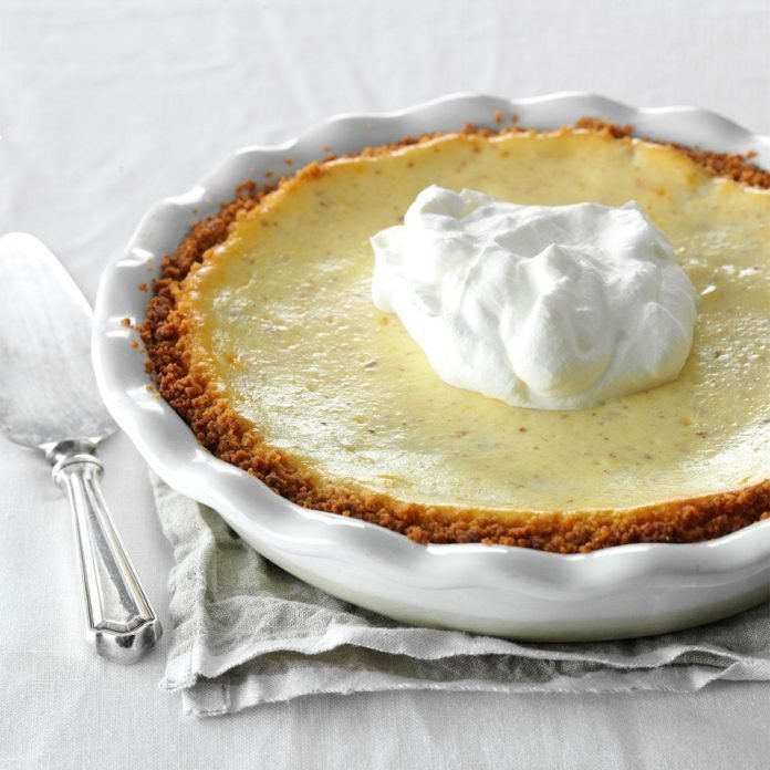 Hawaii: Pineapple Pie with Coconut Cream
