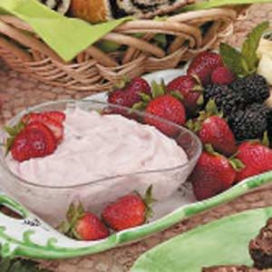 Fluffy Strawberry Fruit Dip