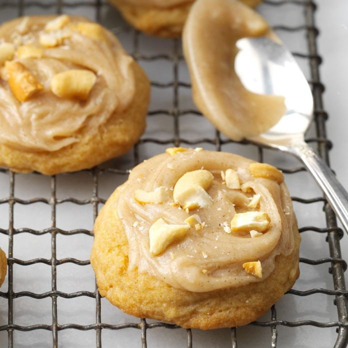 North Dakota: Frosted Cashew Cookies