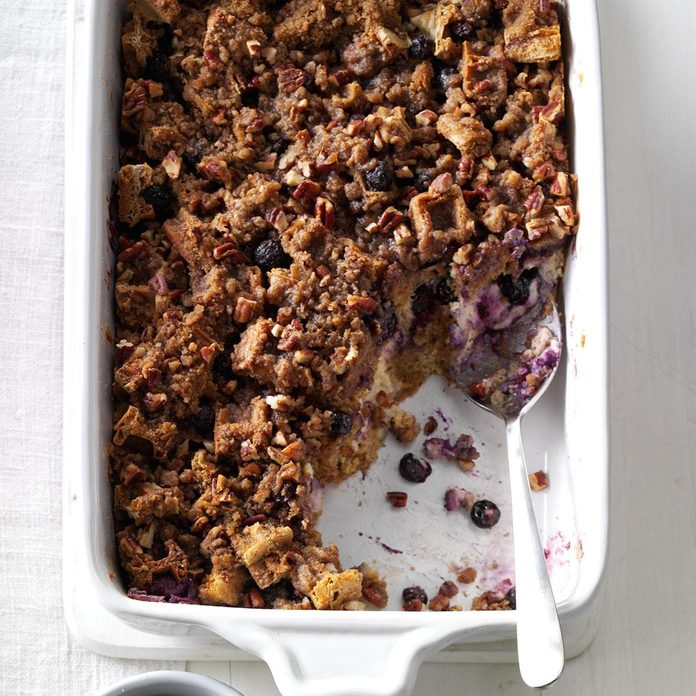 Streusel-Topped Blueberry Waffle Casserole